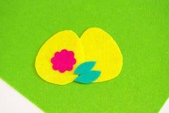 Περικοπή μερών από αισθητός για να δημιουργήσει το αυγό Πάσχας Έννοια ραψίματος Πάσχας παιδιών Στοκ Εικόνες