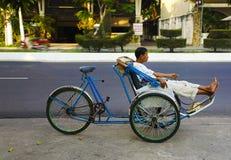 Περιμένοντας πελάτης δίτροχων χειραμαξών. Βιετνάμ. Στοκ Φωτογραφίες