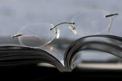 περιοδικό γυαλιών στοκ εικόνες