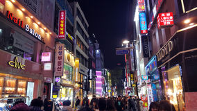 Περιοχή αγορών myeong-ήχων καμπάνας στη Σεούλ τη νύχτα στοκ εικόνες