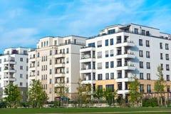 Περιοχή ανάπτυξης με τα καινούργια σπίτια Στοκ Φωτογραφίες