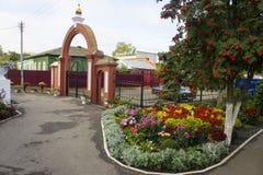 Περιοχή αναψυχής στο έδαφος της Ορθόδοξης Εκκλησίας στην πόλη Petrovsk στοκ εικόνα με δικαίωμα ελεύθερης χρήσης