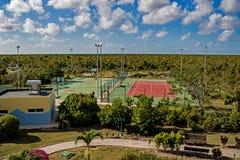 Περιοχή αναψυχής στο θέρετρο Playa Paraiso στους κοκοφοίνικες Cayo, Κούβα στοκ εικόνα με δικαίωμα ελεύθερης χρήσης