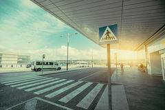 Περιοχή για τους πεζούς περάσματος κοντά στο τερματικό αερολιμένων Στοκ φωτογραφίες με δικαίωμα ελεύθερης χρήσης