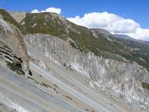 Περιοχή καθιζήσεων εδάφους, διαβρωμένοι βράχοι - τρόπος στο στρατόπεδο βάσεων Tilicho, Νεπάλ Στοκ Εικόνες