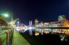 Περιοχή λιμενικού Puerto Madero άποψης νύχτας στο Μπουένος Άιρες Argent Στοκ Φωτογραφία