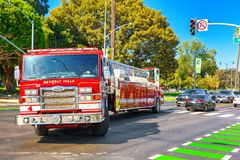 Περιοχή Μπέβερλι Χιλς και πυροσβεστικά οχήματα, βιασύνη στην πυρκαγιά στοκ φωτογραφίες με δικαίωμα ελεύθερης χρήσης