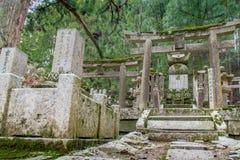 Περιοχή νεκροταφείων ναών Okunoin wirh στο βουνό Koya Koyasan στο W Στοκ Φωτογραφία