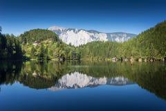 Περιοχή Achstà ¼ προστασίας Andscape rze Η λίμνη Piburger βλέπει και όρη στο υπόβαθρο Παλαιότερες κονσέρβες φύσης του Tirol Όρη O Στοκ Εικόνες
