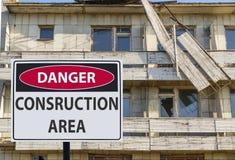 Περιοχή consruction Signdanger και η καταστροφή του κτηρίου στοκ εικόνες