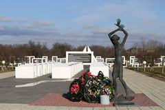 Περιοχή Gomel, περιοχή Zhlobin, ΚΟΚΚΙΝΟ ΧΩΡΙΟ ΠΑΡΑΛΙΩΝ, Λευκορωσία - 16 Μαρτίου 2016: Αναμνηστικός σύνθετος στην κόκκινη παραλία Στοκ Εικόνες