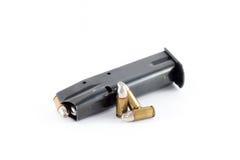 Περιοδικό πυροβόλων όπλων, ασημένιες σφαίρες για τα κυνήγια werewolf Στοκ εικόνες με δικαίωμα ελεύθερης χρήσης