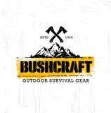 Περιπέτειας βουνών πεζοπορώ καθορισμένη έννοια σημαδιών κινήτρου Bushcraft δημιουργική Διανυσματικό υπαίθριο σχέδιο εξοπλισμού επ απεικόνιση αποθεμάτων