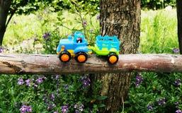 Περιπέτεια ταξιδιού φορτηγών παιχνιδιών στοκ εικόνες
