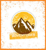 περιπετειών Δημιουργική έννοια κινήτρου πεζοπορώ βουνών περιπέτειας Διανυσματικό υπαίθριο σχέδιο Στοκ Φωτογραφία