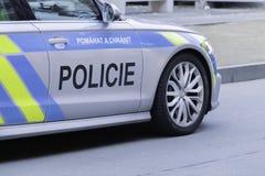 Περιπολικό της Αστυνομίας πόλεων από την Πράγα Ευρώπη επάνω στενή στοκ φωτογραφία