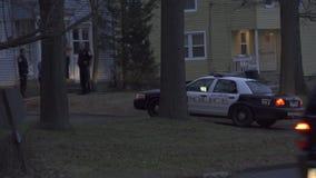 Περιπολικά της Αστυνομίας σε μια εσωτερική διαταραχή (3 3) απόθεμα βίντεο