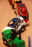 Περιπολικό της Αστυνομίας και πυροσβέστες σε μια κυκλοφοριακή συμφόρηση των αυτοκινήτων παιχνιδιών Στοκ Εικόνες