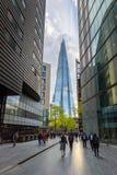 Περισσότερη όχθη ποταμού του Λονδίνου και ο ουρανοξύστης Shard στο Λονδίνο Στοκ Εικόνα