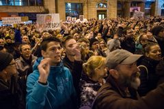 Περισσότεροι από 60 χιλιάες άνθρωποι κρατούν μια αντικυβερνητική συνάθροιση στη Μπρατισλάβα, Σλοβακία στις 16 Μαρτίου 2018 Στοκ Εικόνα
