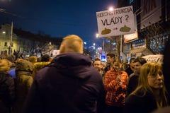 Περισσότεροι από 60 χιλιάες άνθρωποι κρατούν μια αντικυβερνητική συνάθροιση στη Μπρατισλάβα, Σλοβακία στις 16 Μαρτίου 2018 Στοκ Φωτογραφία