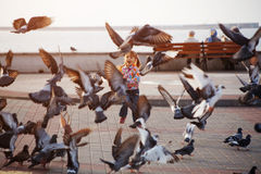 περιστέρια παιδιών Στοκ εικόνες με δικαίωμα ελεύθερης χρήσης
