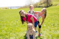 Περιστασιακή έννοια παιδιών φίλων παιδιών εύθυμη χαριτωμένη στοκ εικόνα με δικαίωμα ελεύθερης χρήσης