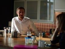 Περιστασιακός επιχειρηματίας κατά τη διάρκεια του σπασίματος Στοκ Εικόνες