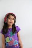 Περιστασιακό ευτυχές λευκό νέο κορίτσι Στοκ φωτογραφία με δικαίωμα ελεύθερης χρήσης