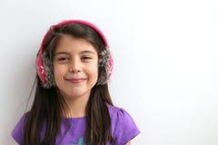 Περιστασιακό ευτυχές καυκάσιο νέο κορίτσι Στοκ φωτογραφία με δικαίωμα ελεύθερης χρήσης