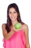 Περιστασιακό κορίτσι με ένα πράσινο μήλο Στοκ φωτογραφία με δικαίωμα ελεύθερης χρήσης