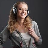 Περιστασιακό κορίτσι μουσικής Στοκ Φωτογραφίες