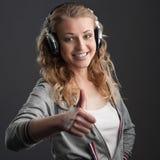 Περιστασιακό κορίτσι μουσικής Στοκ φωτογραφίες με δικαίωμα ελεύθερης χρήσης
