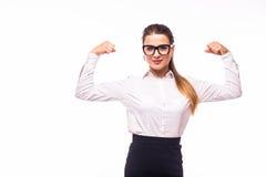περιστασιακό κορίτσι που παρουσιάζει δύναμη, ισχυρή Στοκ εικόνα με δικαίωμα ελεύθερης χρήσης
