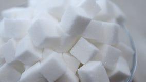 Περιστραφείτε γύρω από έναν σωρό των κύβων άσπρης ζάχαρης απόθεμα βίντεο