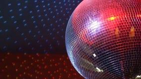 Περιστρεφόμενη λαμπιρίζοντας σφαίρα disco απόθεμα βίντεο