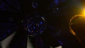 Περιστρεφόμενη σφαίρα disco, εορτασμός γεγονότος, διακόσμηση λεσχών νύχτας, εσωτερική λεπτομέρεια απόθεμα βίντεο