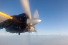 Περιστρεφόμενος προωστήρας αεροπλάνων κατά τη διάρκεια της πτήσης Στοκ φωτογραφία με δικαίωμα ελεύθερης χρήσης