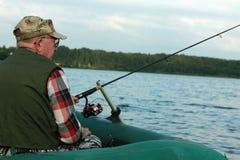 Περιστρεφόμενος ψαράς σε μια αλιεία βαρκών Στοκ φωτογραφίες με δικαίωμα ελεύθερης χρήσης