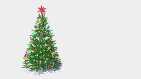 Περιστρεφόμενο διακοσμημένο χριστουγεννιάτικο δέντρο στον άσπρο βρόχο υποβάθρου 4K ελεύθερη απεικόνιση δικαιώματος