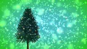 Περιστρεφόμενο χριστουγεννιάτικο δέντρο στο πράσινο υπόβαθρο απόθεμα βίντεο