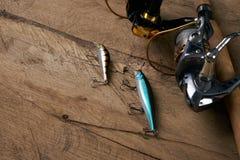 Περιστροφή, γάντζοι, δίχτυ ψαρέματος και θέλγητρα αλιείας Στοκ Εικόνες