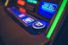 Περιστροφή και μηχάνημα τυχερών παιχνιδιών με κέρματα Rebet στοκ εικόνα με δικαίωμα ελεύθερης χρήσης