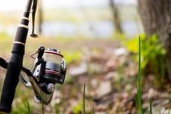 Περιστροφή με μια σπείρα στην ακτή Να εξισώσει την αλιεία Στοκ Φωτογραφία