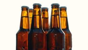 Περιστροφή μπουκαλιών μπύρας απόθεμα βίντεο