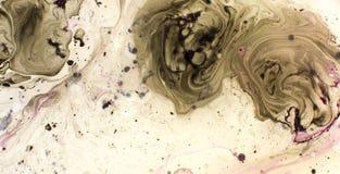 Περιστροφή παφλασμών χρωμάτων στο νερό r στοκ εικόνες