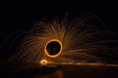 Περιστροφή πυρκαγιάς από το μαλλί χάλυβα Στοκ φωτογραφία με δικαίωμα ελεύθερης χρήσης
