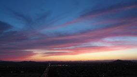 περιστροφή 360 στον αέρα πέρα από την έρημο Sonoran απόθεμα βίντεο