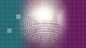 Περιστροφή της γκρίζας σφαίρας disco με το μπλε και ρόδινο υπόβαθρο απεικόνιση αποθεμάτων