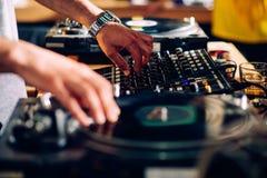 περιστροφική πλάκα του DJ s Στοκ φωτογραφία με δικαίωμα ελεύθερης χρήσης
